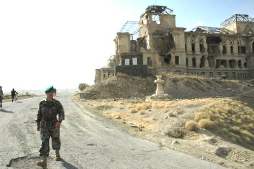 米軍の空爆で破壊された旧王宮(裏側から)